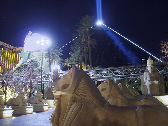 Luxor-hotel-vegas